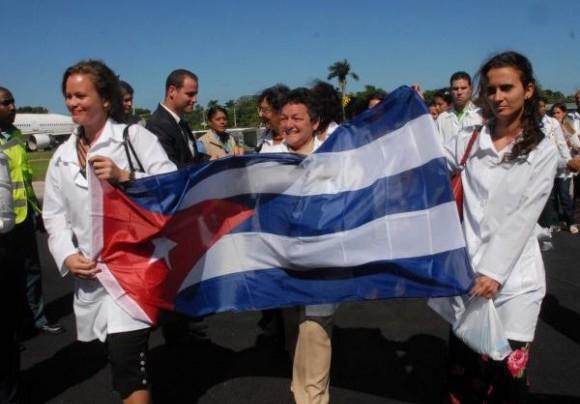 Mais 3 mil médicos cubanos chegam ao país a partir desta segunda