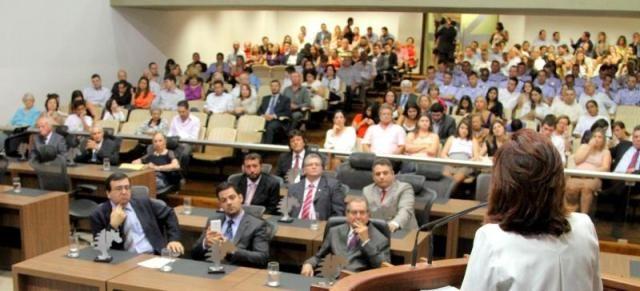 Libaneses e descendentes são homenageados na Assembleia Legislativa.