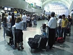 Estrangeiros cometem crimes patrimoniais no aeroporto de São Paulo.