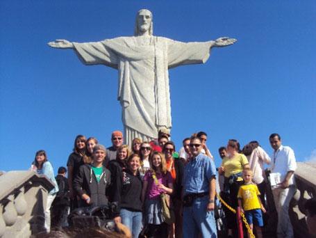 Gastos dos estrangeiros no Brasil estáveis e compras no exterior em alta