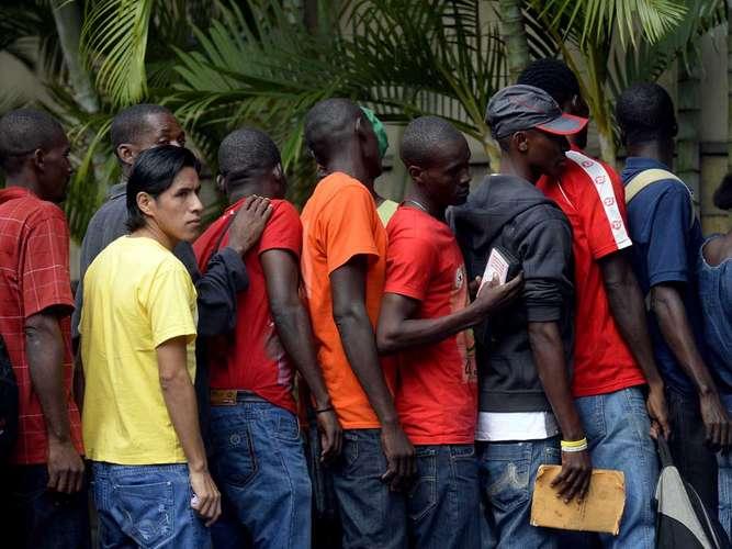 haitianos-igreja-carteira-trabalho-sp-alan-terra-5-fila2-2