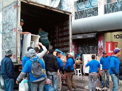 ESTRANGEIROS SÃO DESPEJADOS DE PRÉDIO INVADIDO EM SÃO PAULO